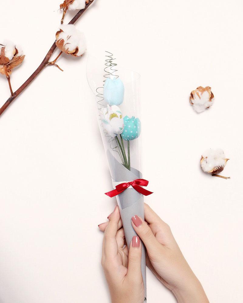 Cành hoa tulip gửi đến người thương
