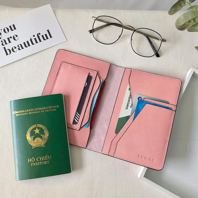 Ví hộ chiếu khắc tên da saffiano