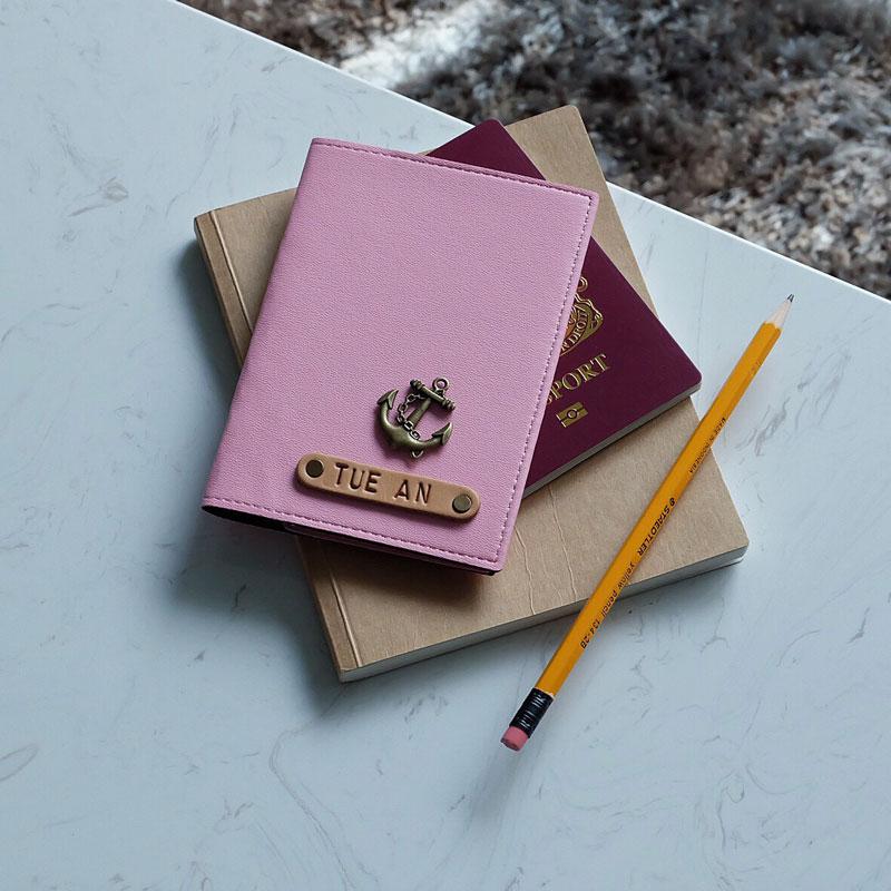 Charm gắn lên bỏ bọc hộ chiếu