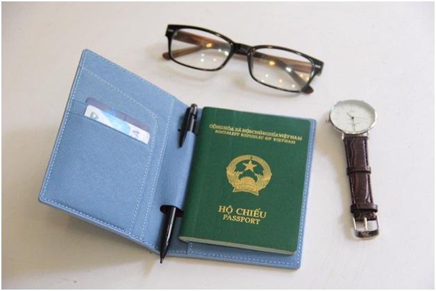Ví passport đựng thẻ và vé máy bay